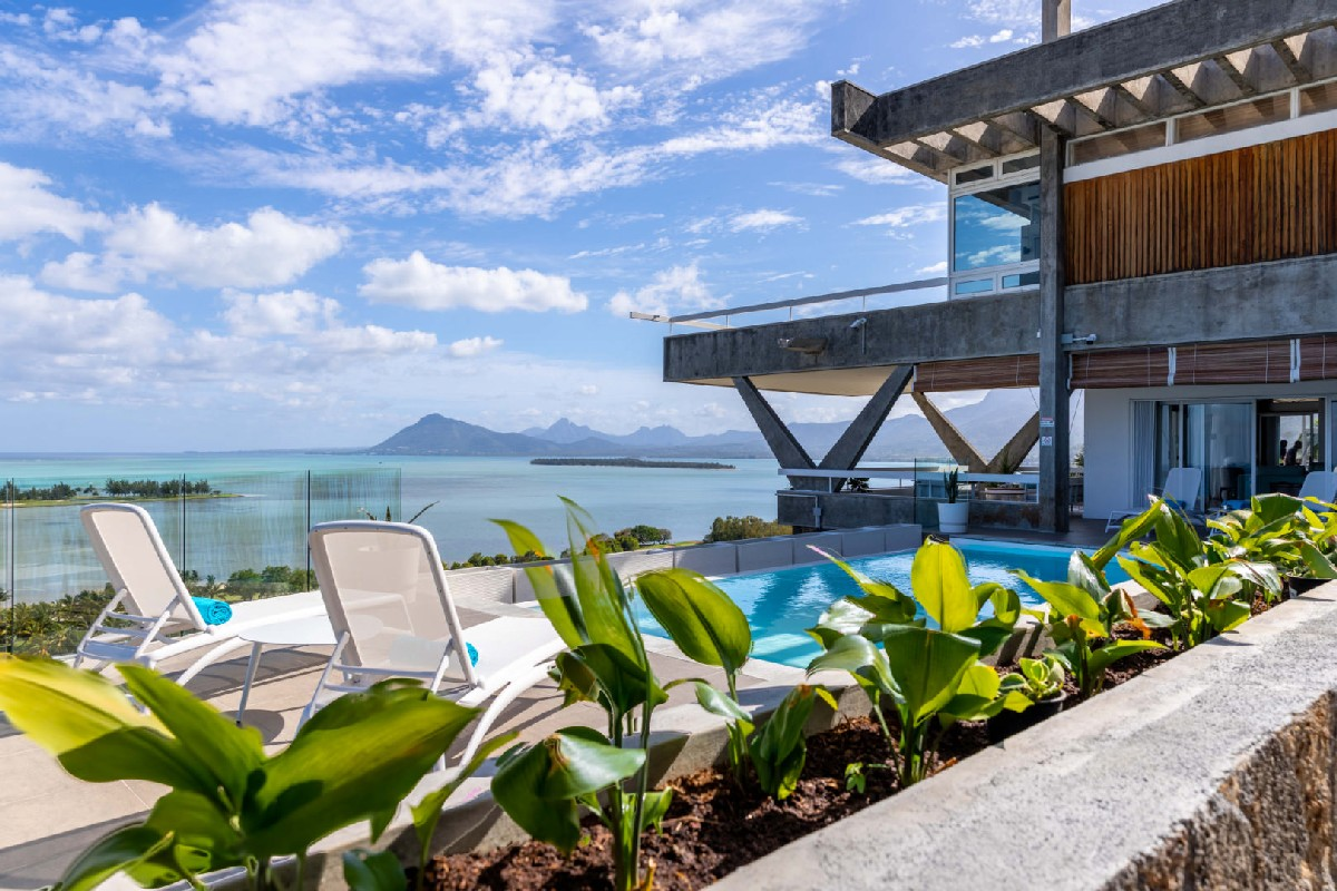 Luxury beachfront villa - Le Morne Brabant