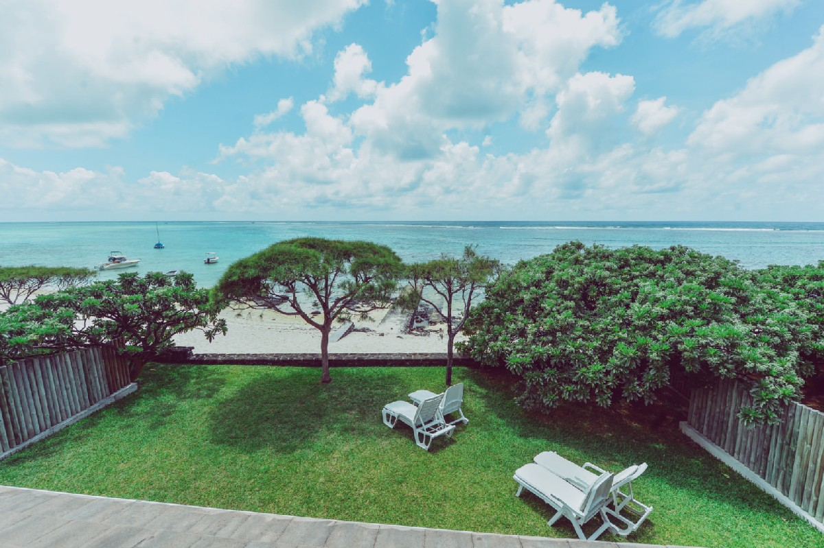 Charming beachfront villa - Pointe d'Esny